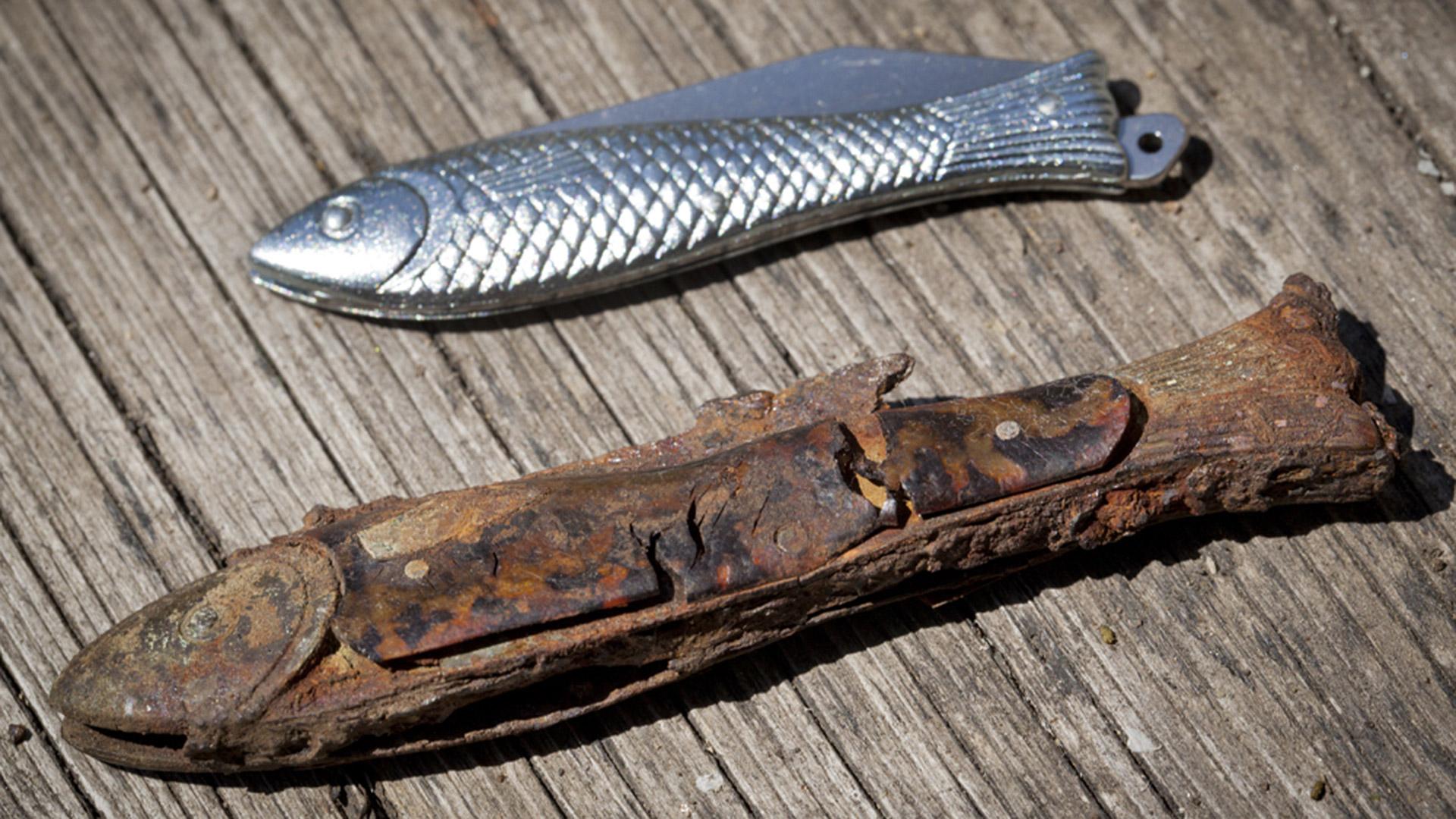 První dochovaný nůž Rybička (dole) s aktuální verzí (nahoře). © Mikov