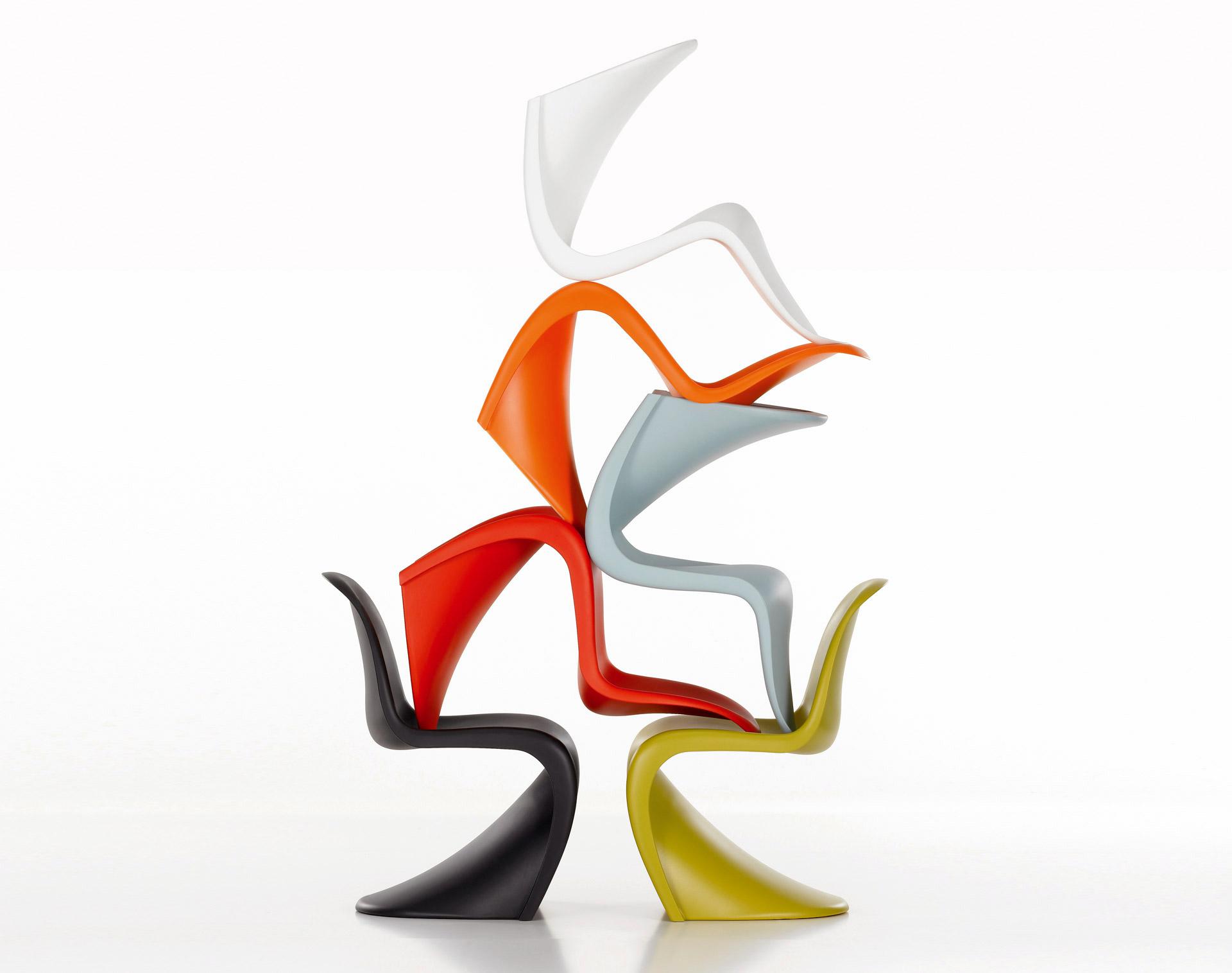 Matná židle Panton Chair z polypropylenu od značky Vitra. © Vitra