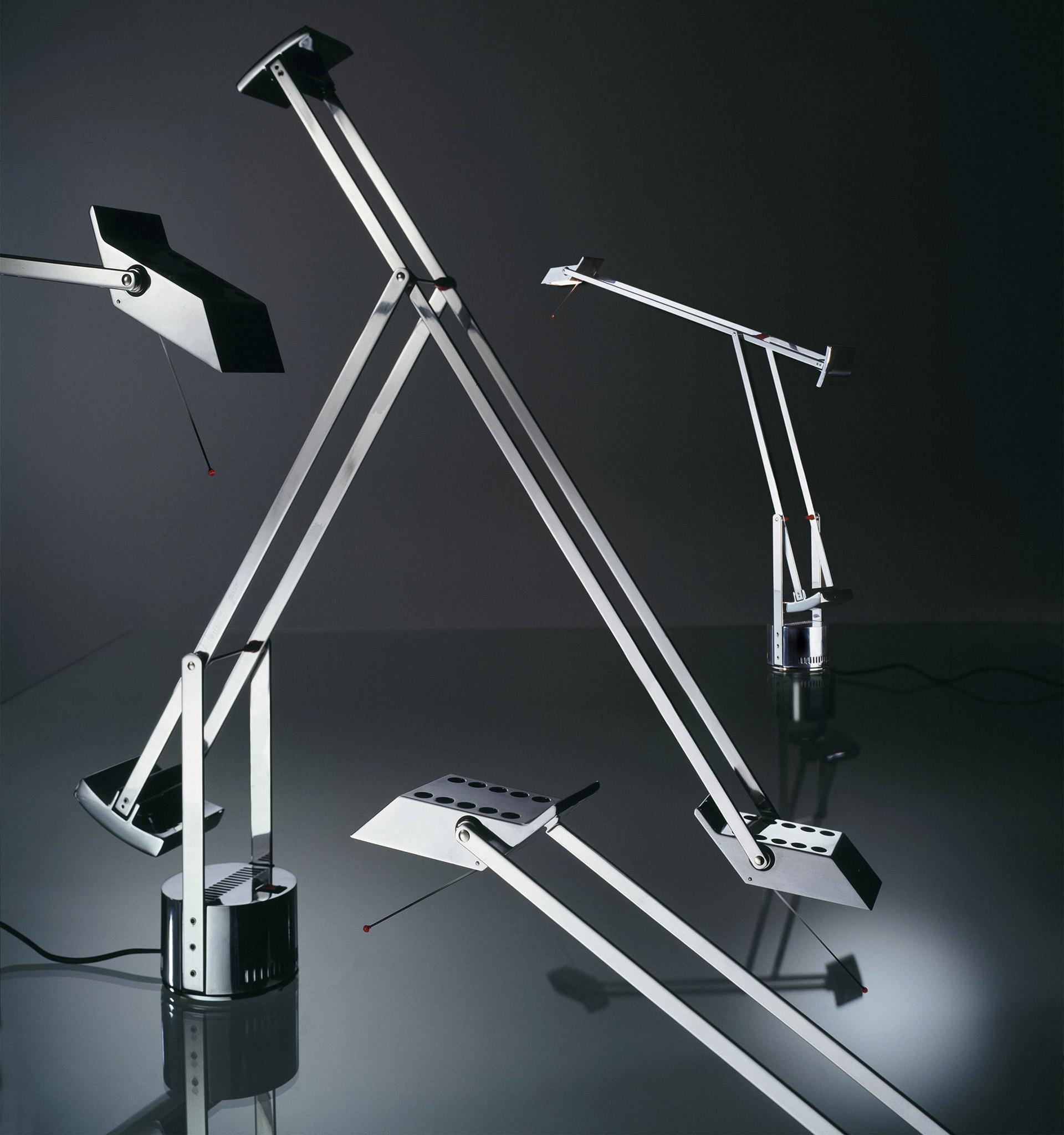 Stříbrné provedení stolní lampy Tizio. © Artemide
