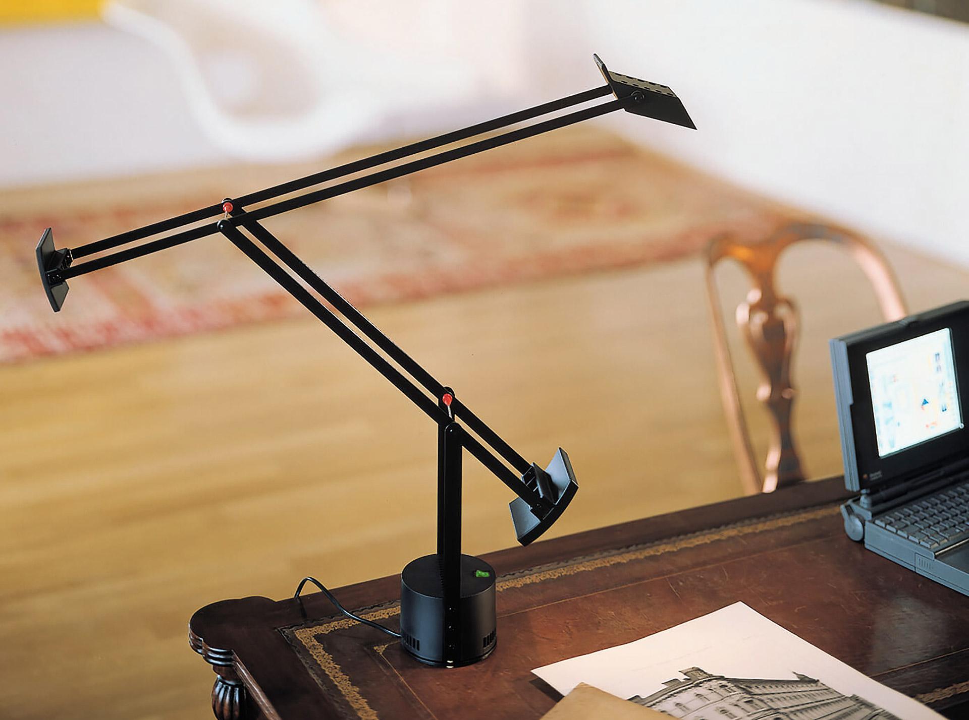 Miniaturní verze lampy Tizio Micro. © Artemide