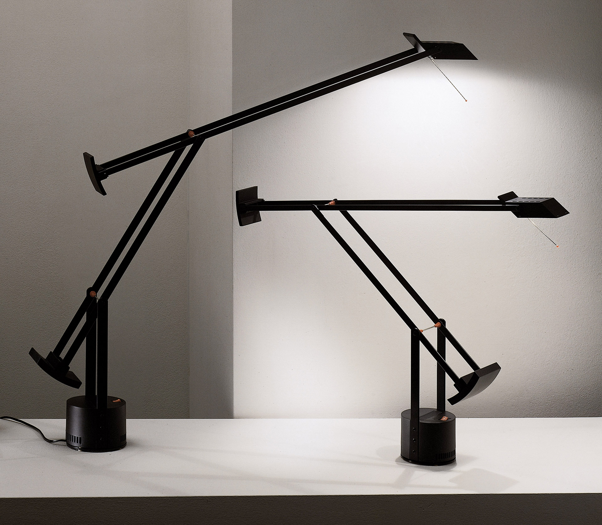 LED verze klasické stolní lampy Tizio. © Artemide